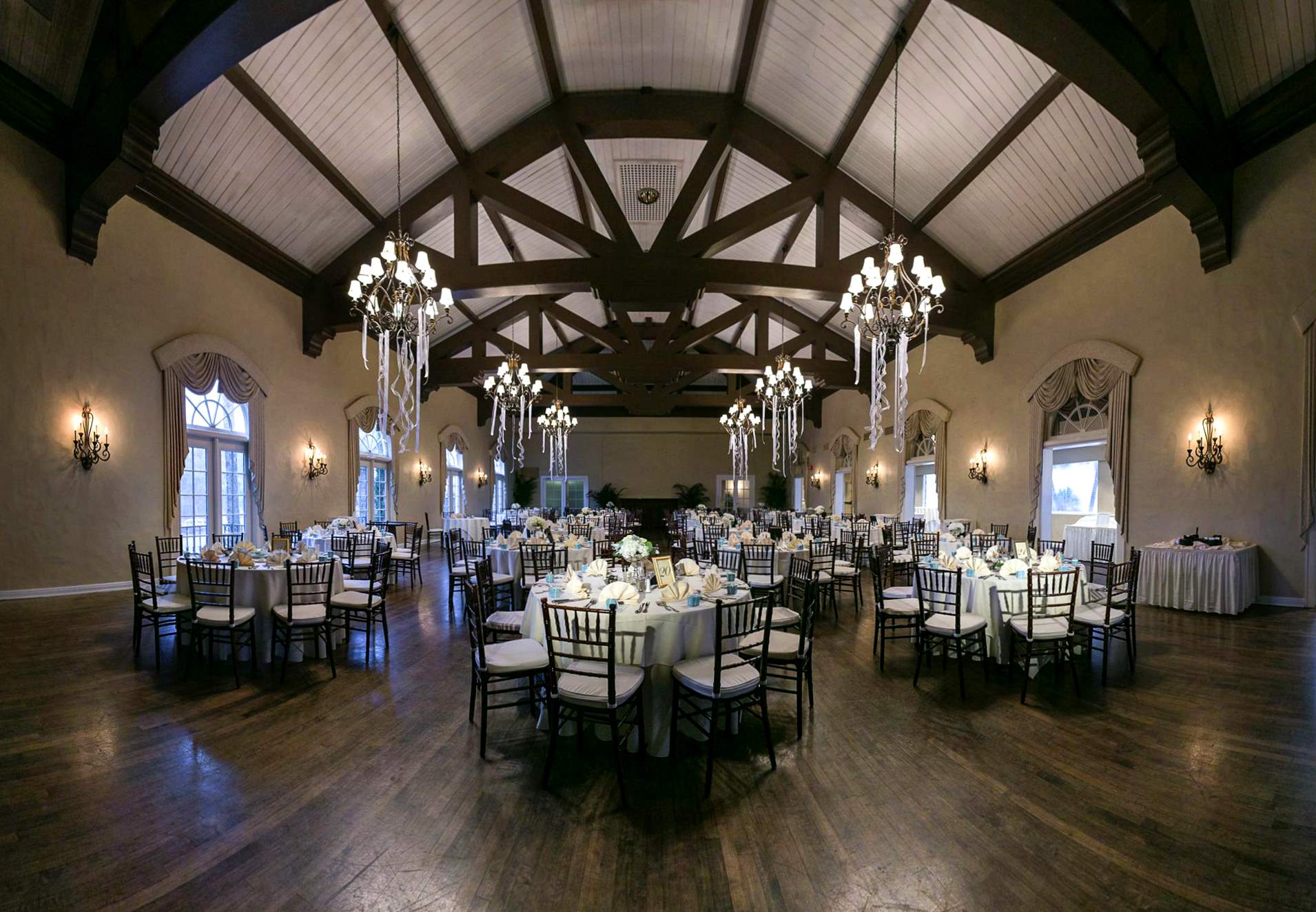 Ballroom_wedding_white
